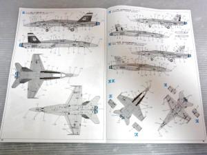 マーキング及び塗装図の、ナンバー2と3。説明書の見開き。