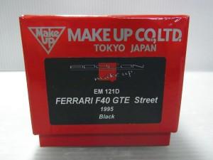 メイクアップ アイドロン 1/43 フェラーリ F40 GTE ストリート 1995の外箱。赤い箱に、黒いシールが貼ってあり、白い文字で商品名が記載されている。