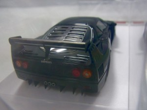 EIDOLON FERRARI F40 GTE Street 1995本体の後部画像。マフラーやウイングが見える。