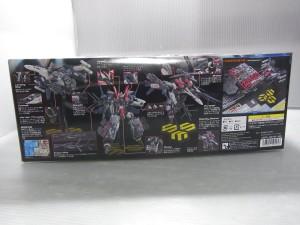 VF-25F アーマードメサイアバルキリーの箱の側面。写真入りで、完成時の写真や、各モードの説明が書かれている。