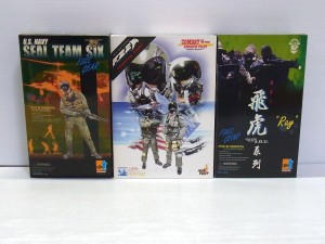 DRAGON U.S NAVY ミリタリーフィギュアなどの外箱が並んでいる。それぞれキャラクターイラストが書かれている。