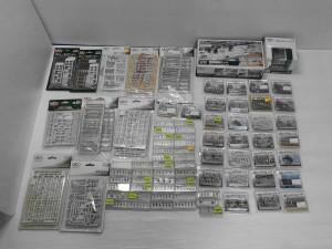KATO 鉄道模型 Nゲージ 駅前道路セットなどが並んでいる。クリアケースで、中の商品の様子が伺える。箱入りの物も有る。