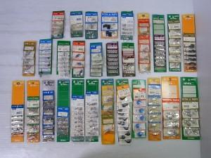 TETTRAのラジコンのパーツが並んでいる。商品名が書かれた台紙が色とりどりで、赤や緑や黄色などがある。