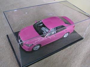 ケースに入ったピンククラウン模型完成品02