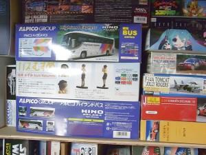 アオシマ1/32バスむすめ他積みプラモデル01