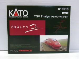 KATO 鉄道模型 TGV Thalys PBKA 10 car setの外箱。実車の赤い機体の写真も載っている。