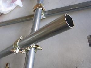 単管をクランプで固定して切断