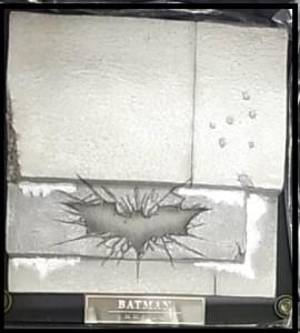 Hot Toys 1/6 バットマンの台座のアップ画像。