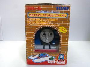 トーマスの箱と顔の画像。中が見える様になっている。