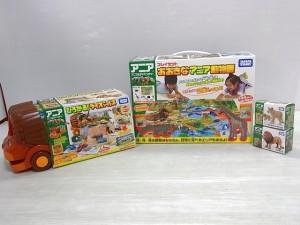 アニア|ひろがるライオンバス|おおきなアニア動物園の箱や、アニア本体、ライオンの形の箱が写っている。