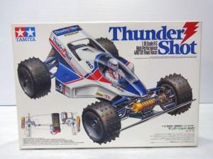 TAMIYA 1/10 RC Thunder shotの箱。白い箱にラジコンのイラストが書かれている。