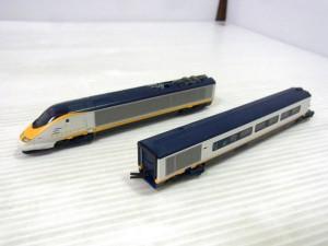 KATO 10-327 eurostar 8両基本セットの車体画像。白いボディに黄色いラインが入っている。