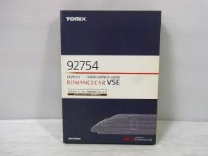 TOMIX 92754 ROMANCECAR VSE Setの箱。真ん中に赤い線のデザインが施されている。