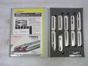 トミックス 小田急ロマンスカー50000形VSEセットの展開画像。白い車体が見えている。白い車体が見えている。