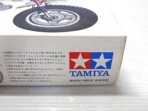 tamiya dax honda 小鹿プラモデルの箱の側面のアップ画像。