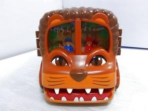 ひろがる! ライオンバスのLionの顔のアップ画像。大きく口を開けている。