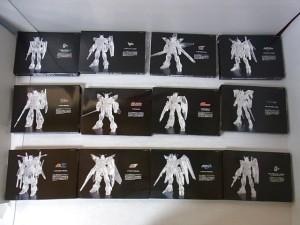 プレミアムバンダイ 箱の中身のセット展開画像 クリア加工されているガンダムのイラスト