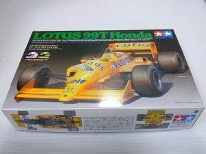 TAMIYA 1/20 ロータス 99T Hondaの箱。黄色い車体のイラストが描かれている。