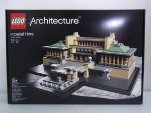 lego architecture imperial hotelの箱。パッケージには完成後の様子が写っている。