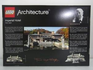 レゴ アーキテクチャー 帝国ホテル 21017の箱の裏面。設計者 フランク・ロイド・ライトの写真が見える。