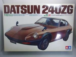 タミヤ 1/12 ダットサン 240ZGの箱。車体のイラストやロゴが描かれている。
