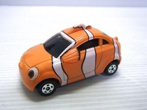 disney tomica DM-EX03 Corotto ファインディング ニモの画像。タイヤも付いている。