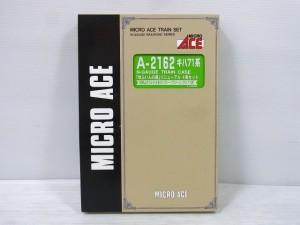マイクロエース A-2162 キハ71系 ゆふいんの森の箱。小窓からは緑の台紙と白い文字が見えている。