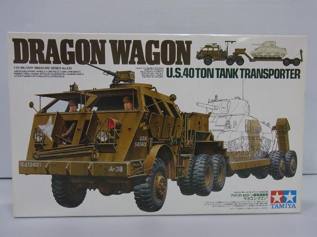 TAMIYA 1/32 US 40TON DRAGON WAGONの箱。車体のイラストやロゴが描かれている。