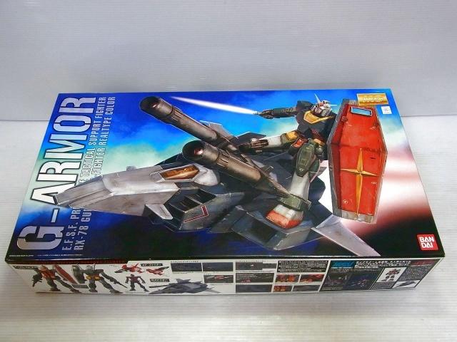 MGリアルタイプカラのG-アーマーの箱、ガンダムとG-ファイターが描かれています。