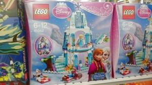レゴ 41062 elsa ana ice castleの箱画像。キャラクターイラストや組立後のlegoの様子が写っている。