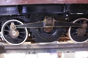 ED42の車輪の画像。車輪の横にはロッドが付いている。