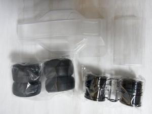 タミヤ RCのクリアボディとタイヤの画像。白い背景に置かれている。の画像。白い背景に置かれている。