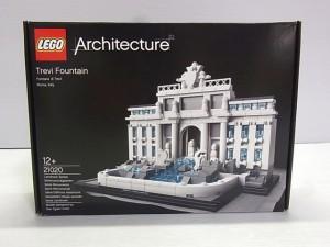 lego architecture trevi fountainの箱。パッケージには完成後の様子が写っている。