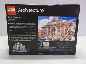 レゴ アーキテクチャー トレヴィの泉のレゴの箱画像。裏面。実物の写真が写っている。