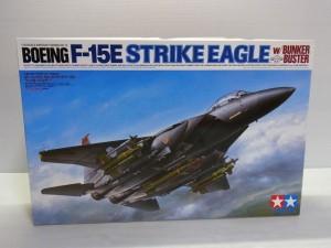 タミヤ 1/12 STRIKE EAGLE F-15 BUNKER BUSTERの箱。車体のイラストやロゴが描かれている。