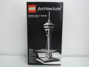 lego architecture space needle towerの箱。パッケージには完成後の様子が写っている。