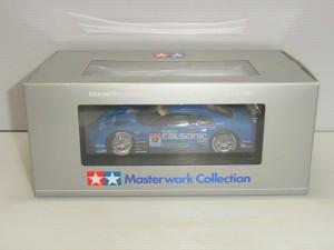 TAMIYA 1/24 CALSONIC IMPUL GT-R R35 FINISHED MODELの箱。中には青い車体が収納されている。