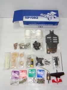 TAMIYA 1/10 RC top-forceの小箱の中身。パーツが見える。