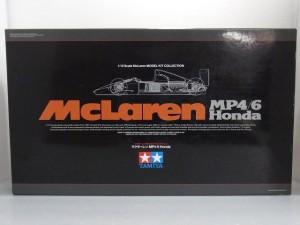 タミヤ 1/12 マクラーレン MP4/6 ホンダの箱。ロゴが描かれている。