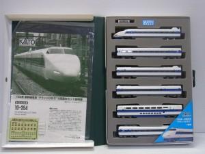 カトー 10-354 100系新幹線 グランドひかりの展開画像。スポンジに収納されている。