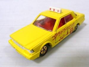 ニッサン セドリック 教習車 (コアラ ドライビングスクール 1) (№ 13-5-4)黄色
