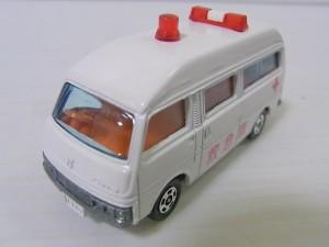 ニッサン キャラバン 救急車 (№ 36-2-5)  ワイドランプ赤色灯