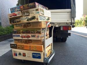 大阪へプラモデル出張買取の時トラックへ積み込みしている風景