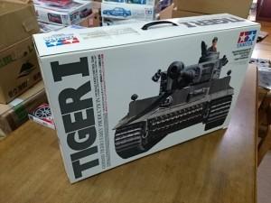 タミヤ 1/16 RCタンク タイガーI フルオペセット 他 大型戦車キットをまとめてお譲りいただきました。