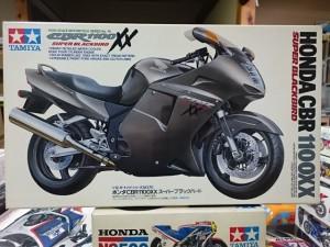 タミヤ 1/12 CBR1100 XX スーパー ブラックバード