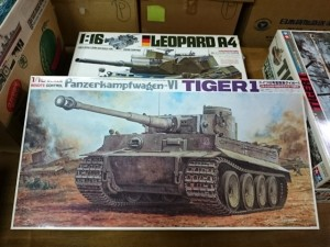 バンダイ 1/15  6号重戦車 タイガー1   戦車プラモデル買取しています。