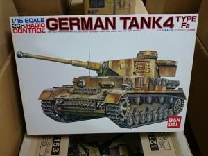 バンダイ 1/15  4号戦車 F2型   戦車プラモデル買取しています。