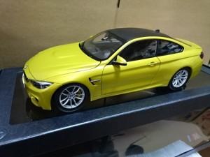 BMW 特注 1/18  M4 クーペ  オースチンイエロー