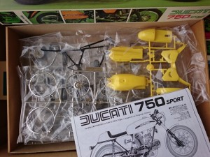 プロター 1/9 ドゥカティ 750 スポーツ
