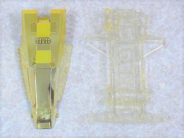 ロッテ レーサーミニ四駆 サンダードラゴンJr.のボディとシャーシ